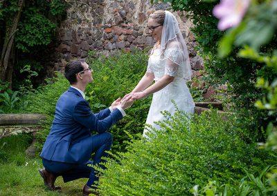 Bräutigam macht Antrag