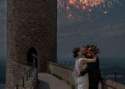 Brautpaar mit Feuerwerk