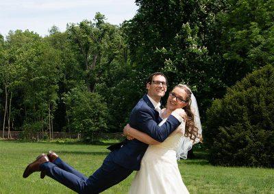 Braut schleudert Bräutigam durch die Luft