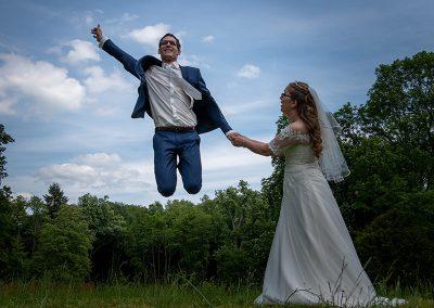 Bräutigam fliegt in die Höhe
